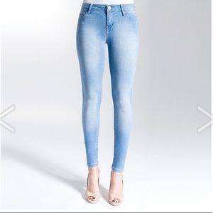 Skinny Jeans: Light Wash Denim